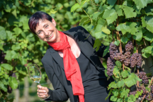 Christiane Majer im Weinberg